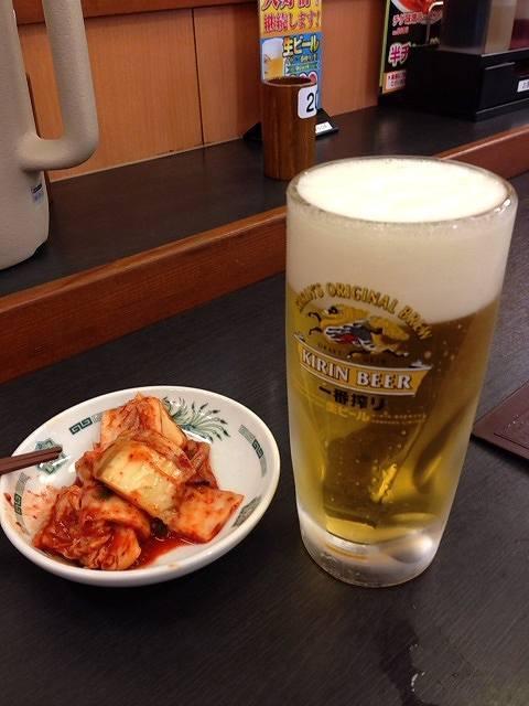 300円生ビールとキムチ.jpg