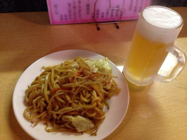 カレー焼うどんとビール.jpg