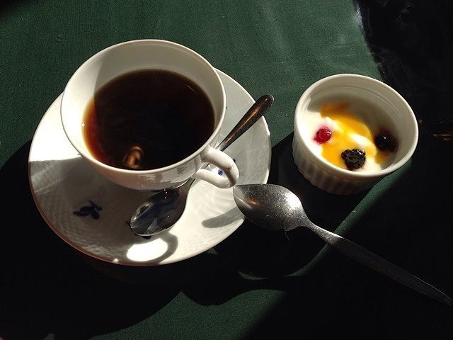 コーヒーとヨーグルト.jpg