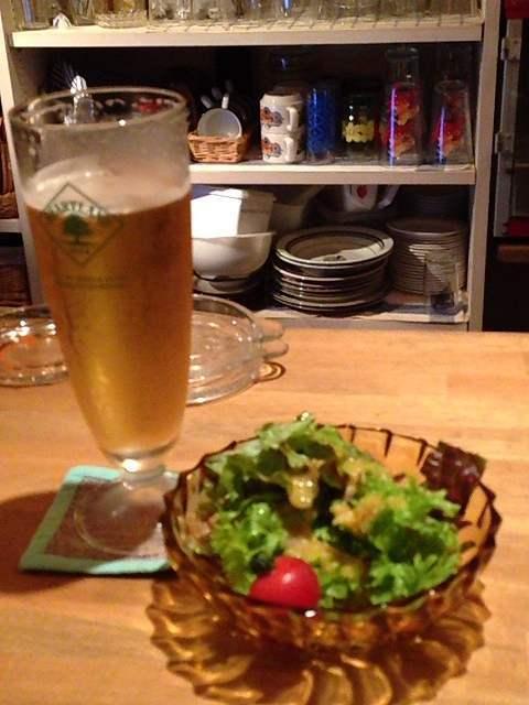 ビールとサラダ.jpg