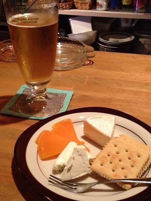 ビールとチーズ.jpg