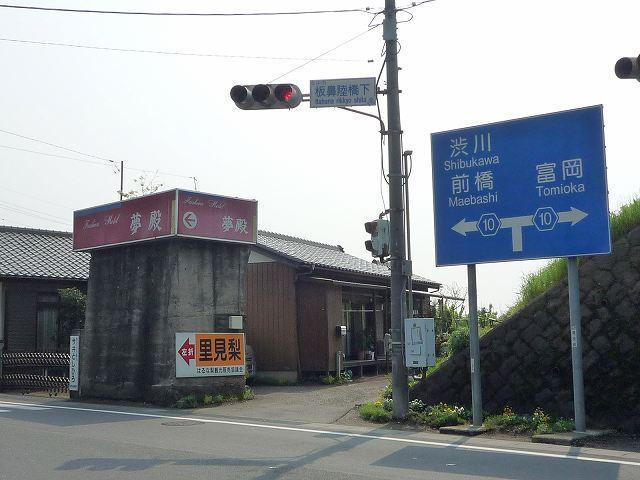 上州電気鉄道未成線の橋台.jpg