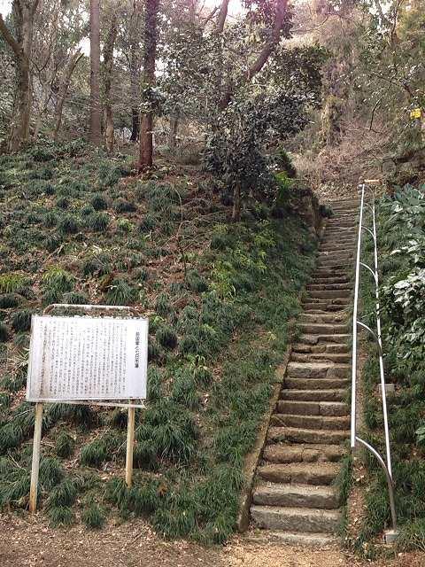 前田家の霊廟へ.jpg