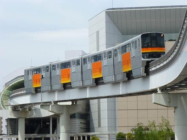 北駅へモノレール.jpg