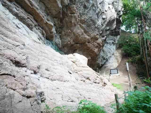 岩肌の先に.jpg