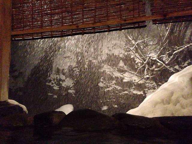 川は吹雪いている1.jpg