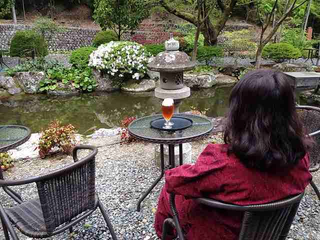 池を見ながら2.jpg