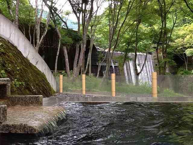 渓流の湯.jpg
