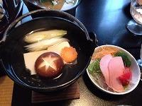 湯豆腐とサラダ.jpg