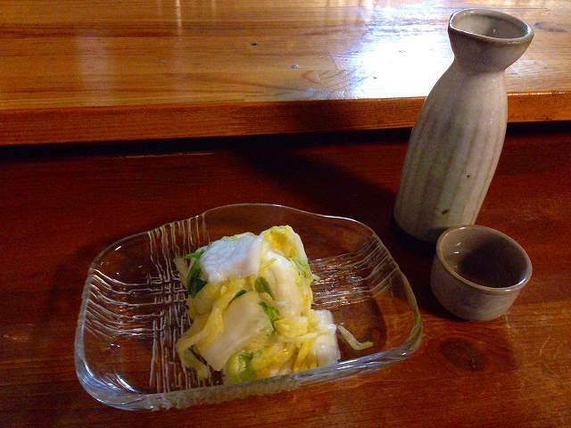 白菜漬と熱燗.jpg