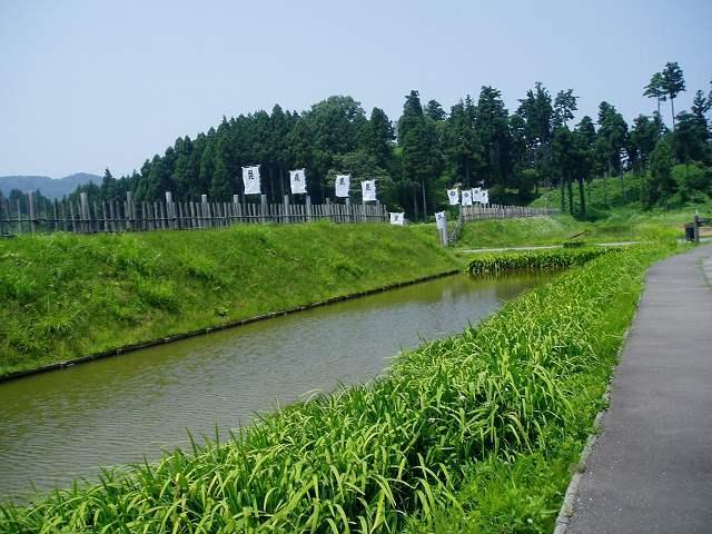 監物堀と東城砦.jpg
