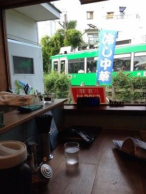窓の外を世田谷線が1.jpg