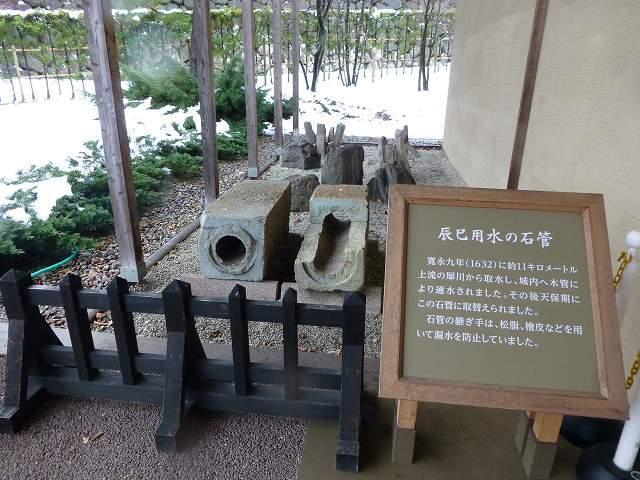 辰巳用水の水管.jpg