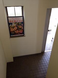 階段を降りる.jpg